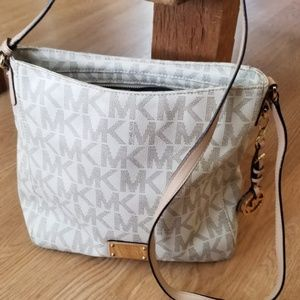 Michael kors Jet Set  Travel Messenger Bag, Vanil